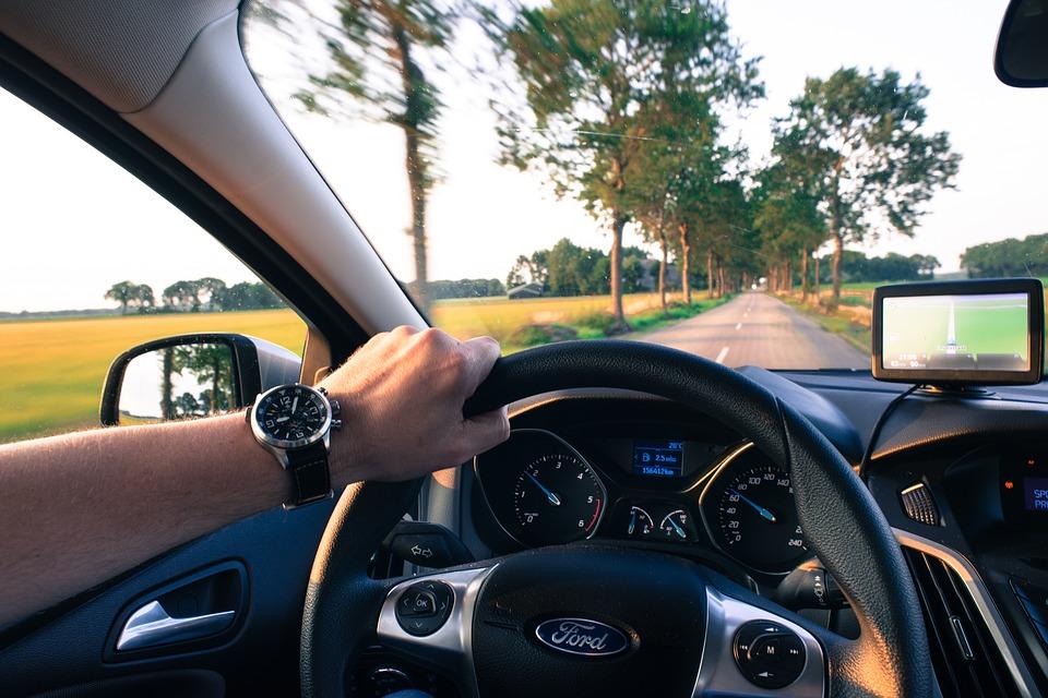 driving-2732934_960_720
